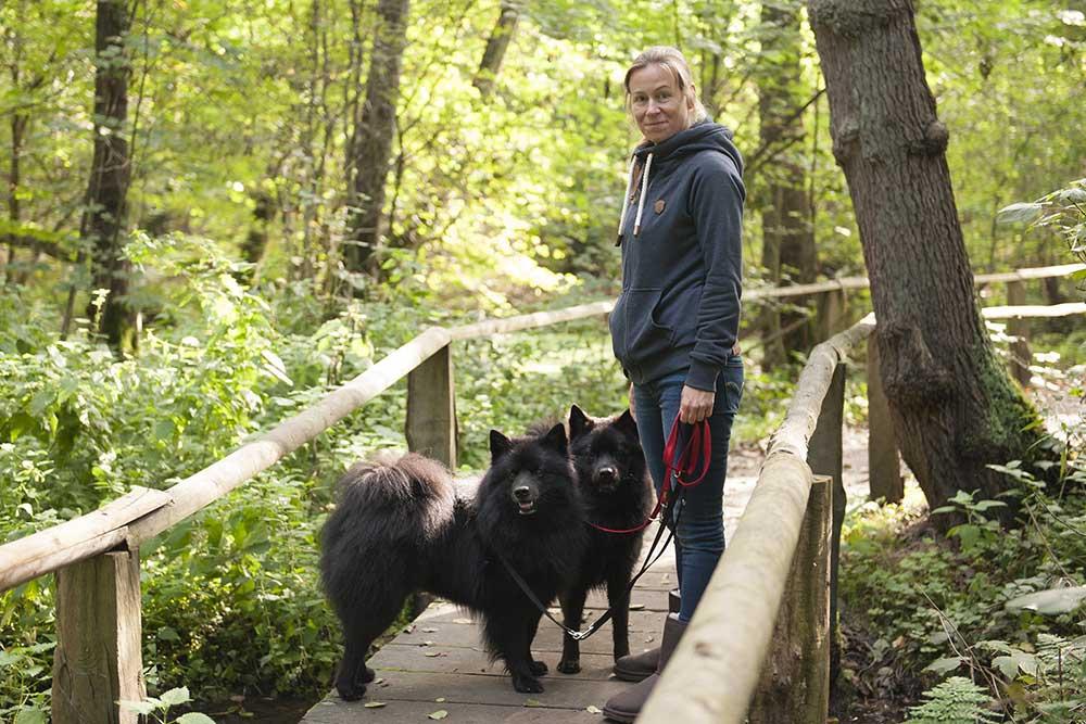 Ares und Ayko mit ihrer Besitzerin